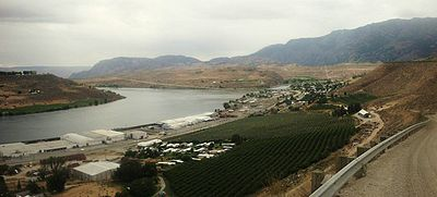 A view Pateros, Washington from northeast of the town