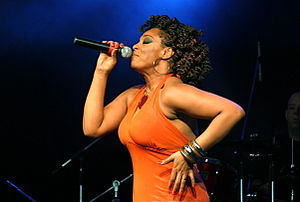 Paula Lima - Paula Lima performing at the Show Samba Chic no SESC Taubaté, 2009.