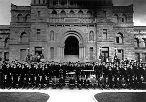 Personnel of the RNCVR outside the Provincial Legislature, Victoria, British Columbia, 1914.