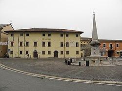 Piazzale e Municipio (Isola Vicentina).JPG