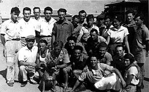 עברית: קבוצה של חברים שהייתה בחדרה בקיבוץ שנקר...