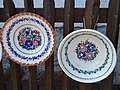 Plates with flower pattern at 49 Kossuth St, Tihany.JPG