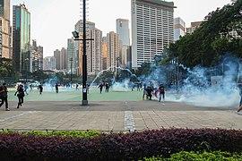 Police force release Tear gas inside Victoria Park 20191102.jpg
