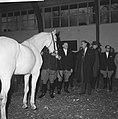 Prins Bernhard bezoekt manege in Bosplan, Bestanddeelnr 913-4837.jpg