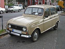 El R4 fue el primer coche de gran serie con quinta puerta.
