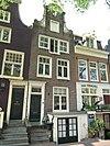 foto van Huis met halsgevel en deuromlijsting