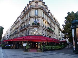 Fouquet's - Both sides of le Fouquet's, Avenue des Champs-Élysées turning left and Avenue George V turning right