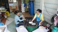 File:Rice paper for spring rollsP1130019.ogv