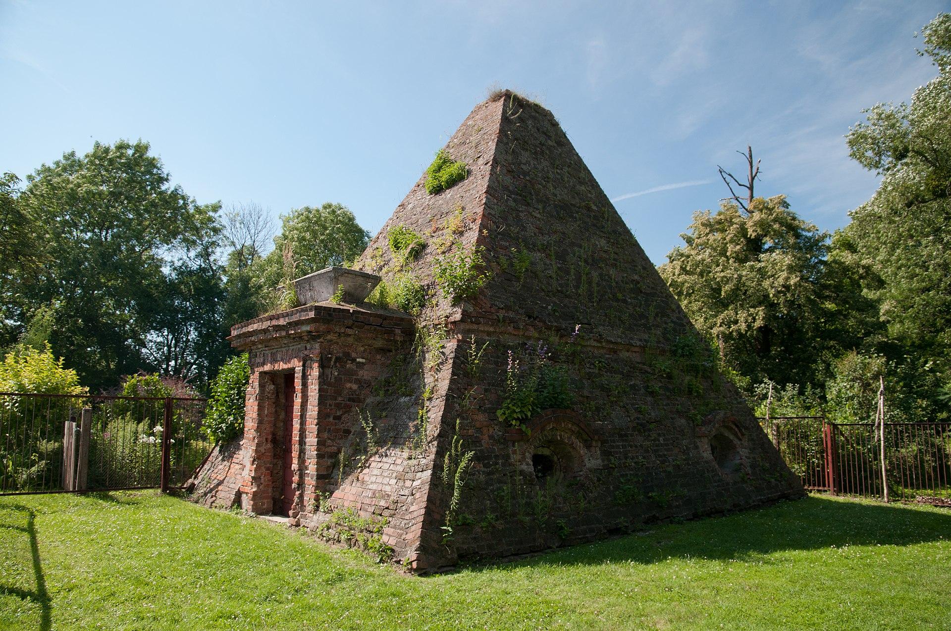 Pyramidengrab ober rosen wikipedia - Mohring architekten ...