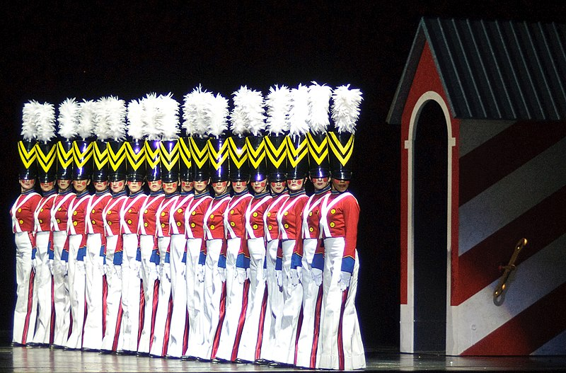 File:Rockettes 4158767098 b667436066.jpg