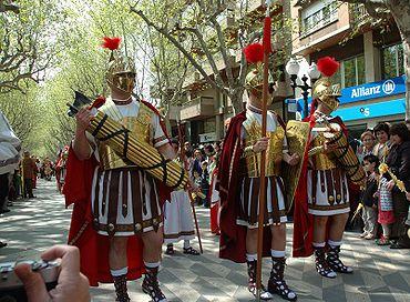 El desfile triunfal 370px-Roman_Lictor_with_fasces