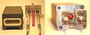 Laser pumping - A ruby laser head. The photo on the left shows the head unassembled, revealing the pumping cavity, the rod and the flashlamps. The photo on the right shows the head assembled.
