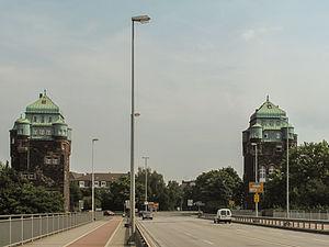 Ruhrort - Image: Ruhrort, twee torens op de brug over de Ruhr foto 2 2012 08 20 14.01