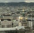 Russisch-Orthodoxe Kathedrale zum heiligen Nikolaus und dahinter liegende Botschaft der Russischen Föderation in Wien.jpg