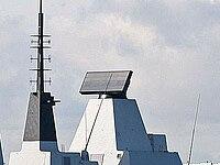 S1850M Radar (center) D32 Daring 2010-03-01.jpg