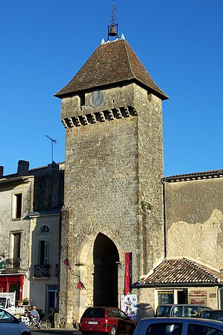 File saint macaire 33 porte de wikimedia commons for Porte french to english