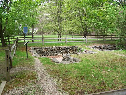 The present-day archaeological site of the Salem Village parsonage Samuel Parris Arch. site 2, Mai 2006.JPG
