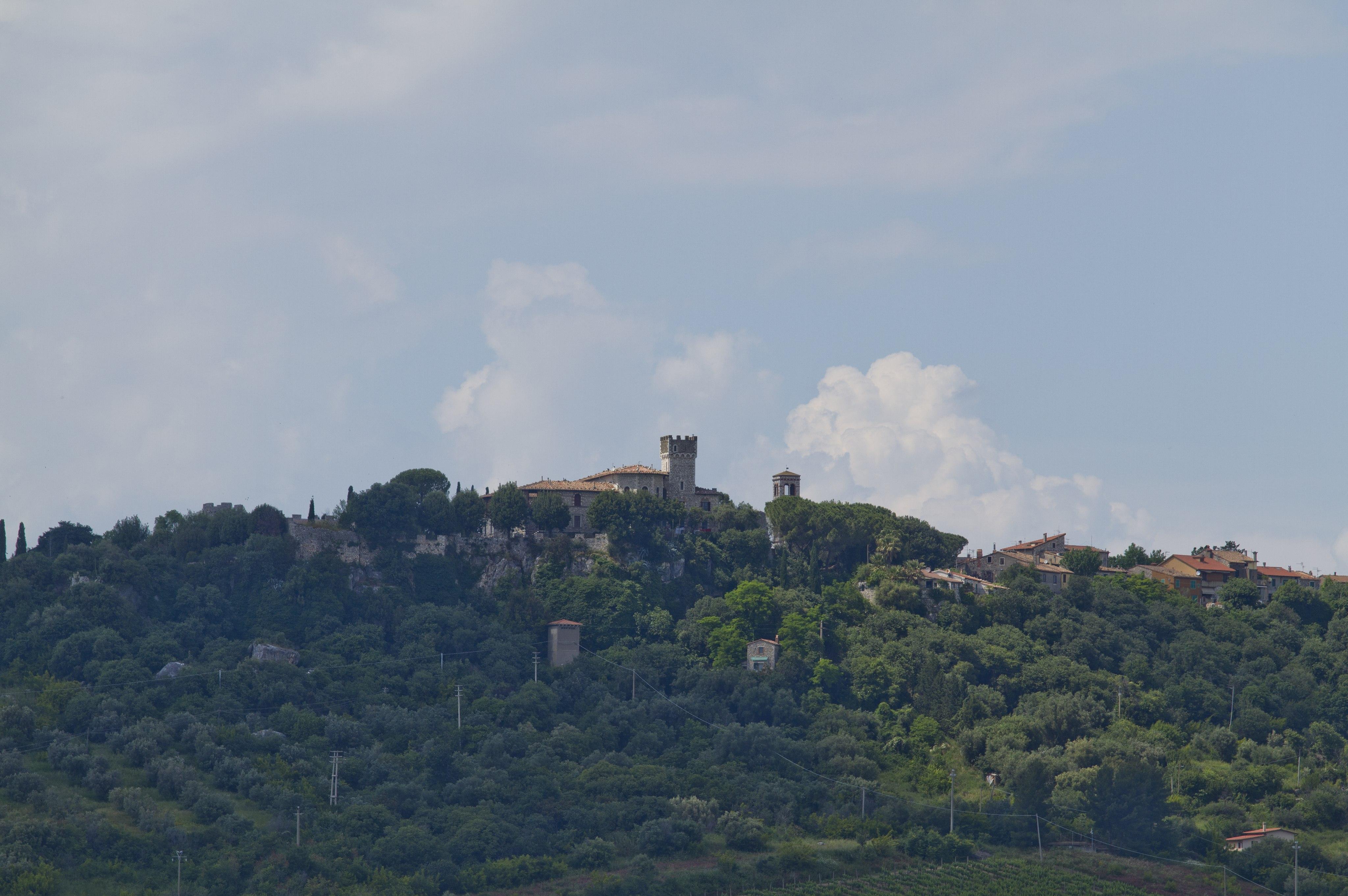 Saturnia, Il Castello Ciacci di Saturnia visto dalle Terme