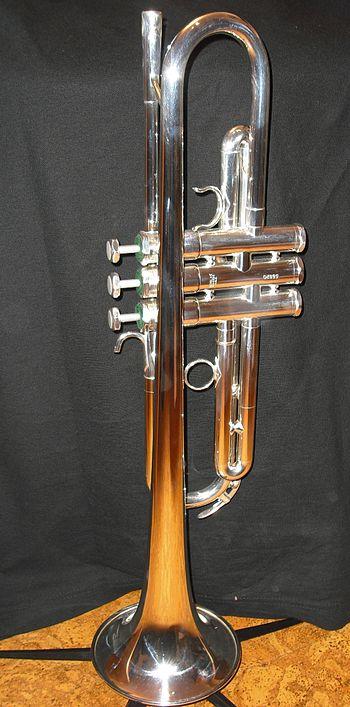 English: Schilke trumpet modell X3 in silver. ...