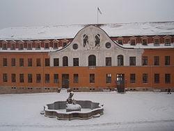 Schloss SDH Westflügel und Brunnen