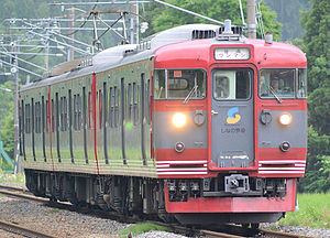 Shinano railway 115kei north shinano line.JPG