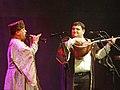Shirzad Fataliyev jouant de la zurna, à gauche, et Ali Guliyev, chant et luth saz, à droite, Concert Les bardes ashiq du Shirvan Azerbaïdjan, Festival Les Orientales (Saint-Florent-Le-Vieil).jpg