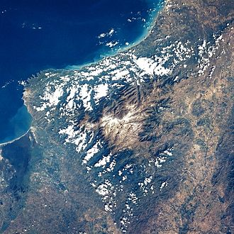 Geography of Colombia - Sierra Nevada de Santa Marta, the highest standing mountain by the sea.