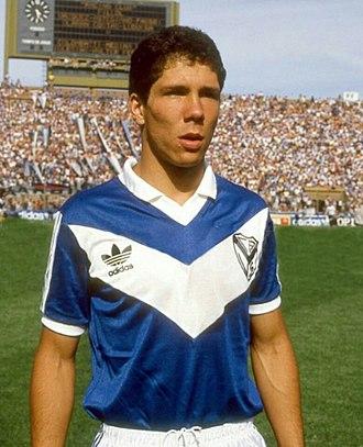 Diego Simeone - Simeone with Vélez Sarsfield in 1987