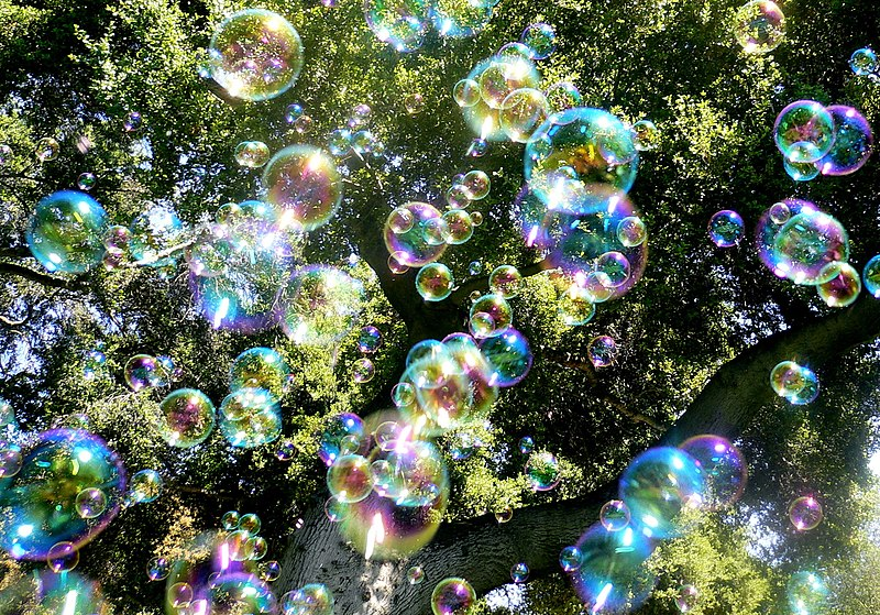 File:Soap bubbles-jurvetson.jpg