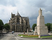 Soissons Monument aux Morts.jpg