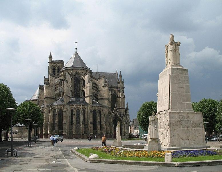Soissons (Département de l'Aisne, France): Cathedral and War Monument before a thunderstorm