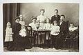Sonja och Karl Emil Ståhlberg med tio barn, ca 1910.jpg