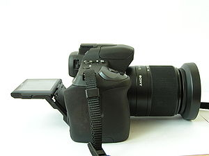 Sony Alpha 350 - Sideview of the α 350 with liveview screen