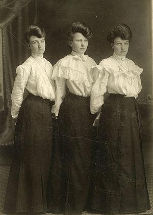 Sister - Three sisters, circa 1902.