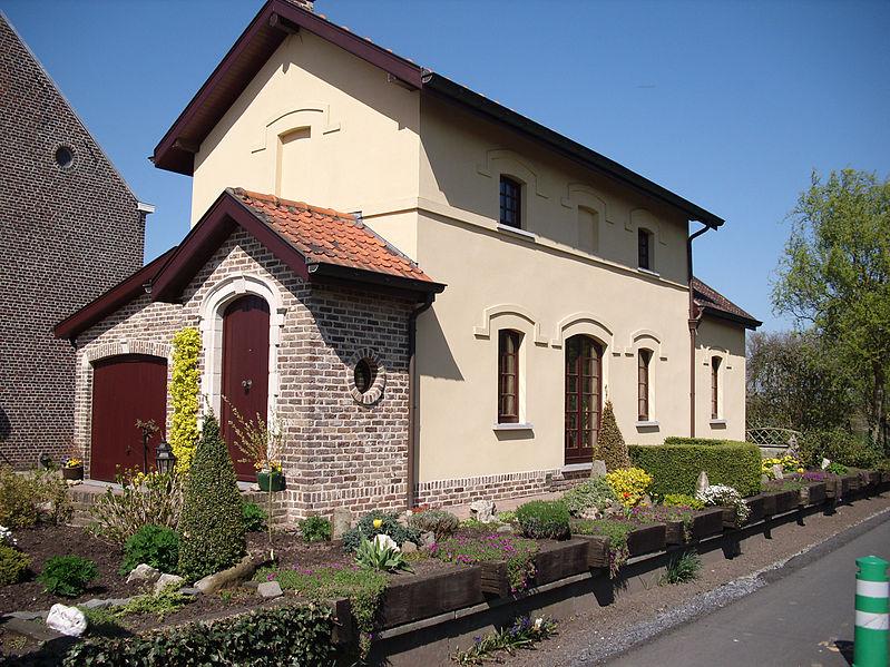 File:Spoorweghuisje - Melden - Oudenaarde - België.jpg