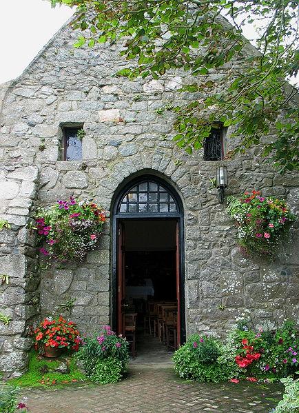 File:St Tugual's Chapel op Herm.jpg