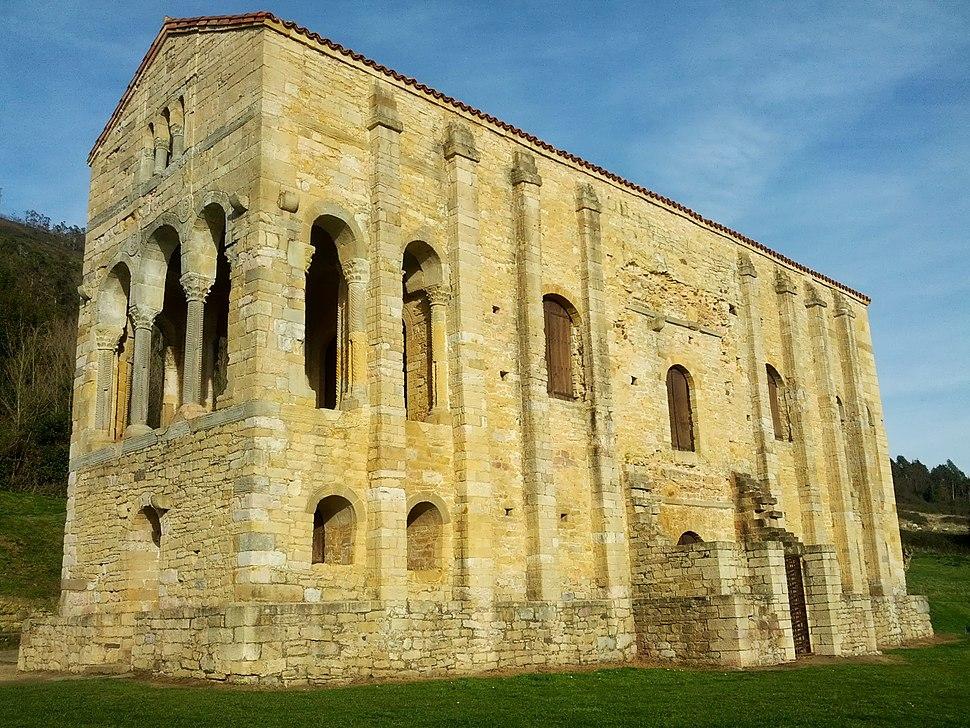 Igrexa-pazo prerrománico de Santa María del Naranco