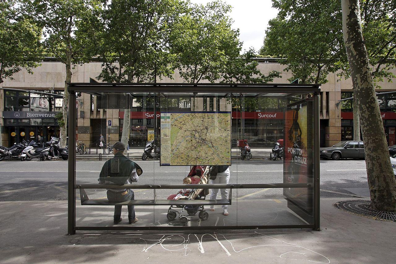 file station de bus dans le 12 i me arrondissement de. Black Bedroom Furniture Sets. Home Design Ideas