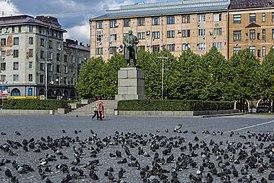 Statue of Lenin Vyborg.jpg