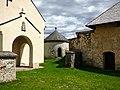 Stein im Jauntal Kirche Karner Mesnerhaus.jpg