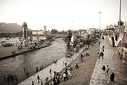 Sunrise view of Har-ki-pauri, Haridwar.jpg