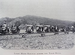 Taiwanese push car railways Da-an River 1907.jpg