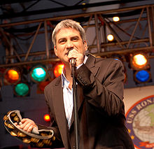 Taylor Hicks performs for troops aboard the USS Ronald Reagan, docked at Coronado, California on December 19, 2006