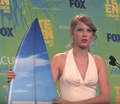 Taylor Swift Backstage Teen Choice Awards 2011.png