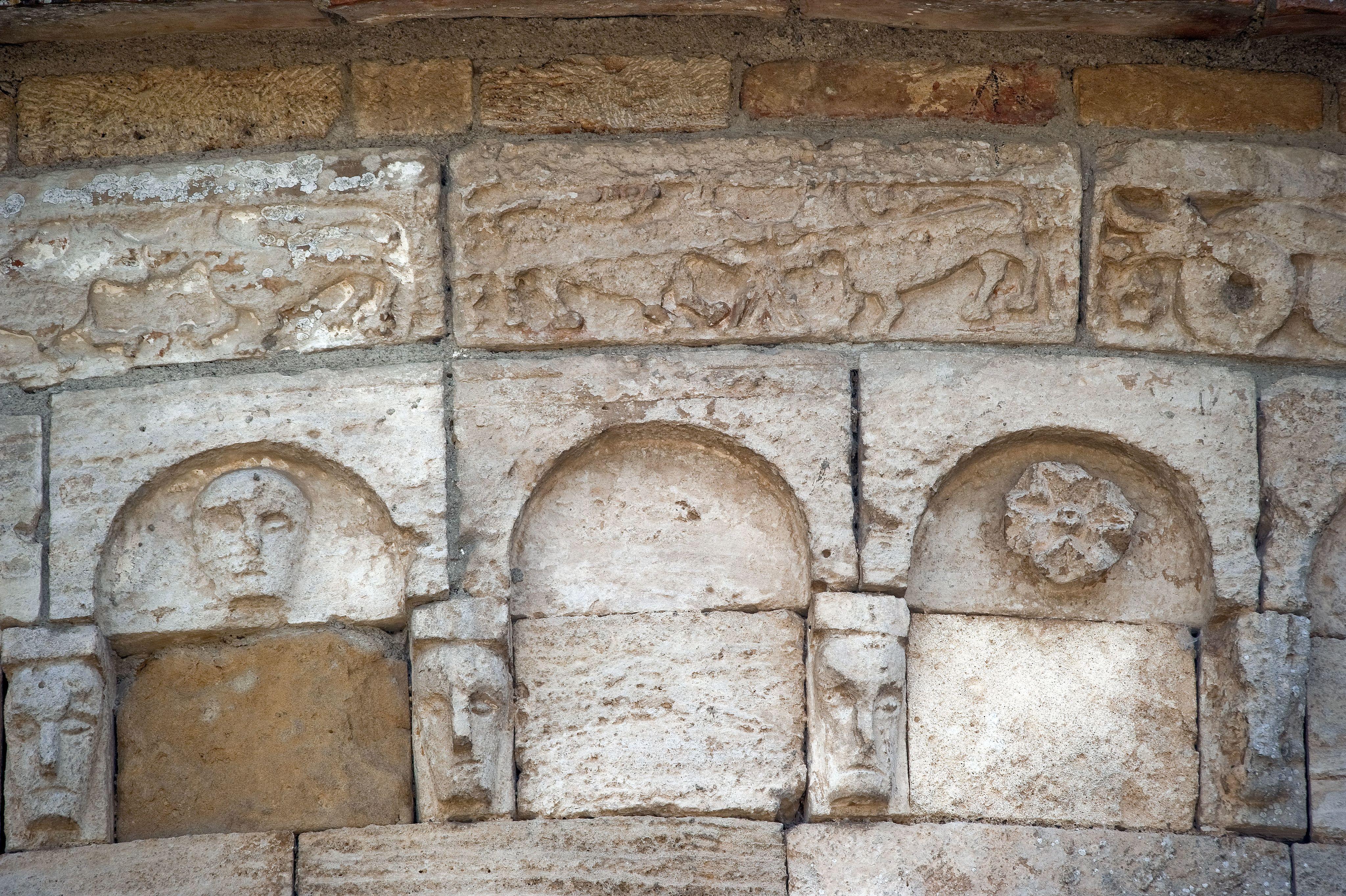 Decorazioni del tiburio dell' Abbazia di santa Maria Assunta a Conèo, Colle Val d'Elsa