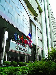 Thailand Bangkok Bumrungrad International Hospital entrance-building.jpg