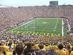 7e3e7d2380 O campeonato universitário de futebol americano nos Estados Unidos é muito  popular