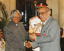 The President, Dr. A.P.J. Abdul Kalam presenting Padma Vibhushan to Shri Fali Sam Nariman, at an Investiture Ceremony at Rashtrapati Bhavan in New Delhi on March 23, 2007.jpg