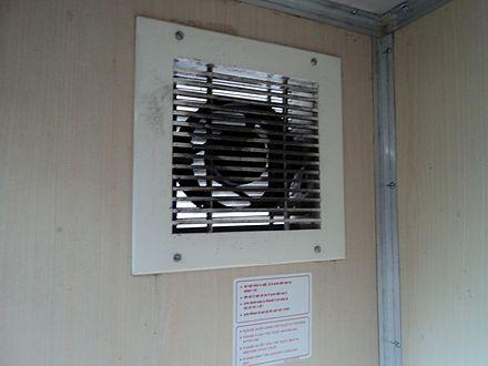 un aspiratore elicoidale a parete per il bagno