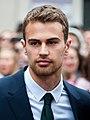 Theo James Divergent premiere.jpg